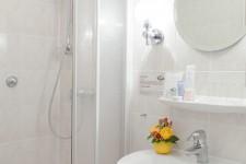 Hotel Benn interior bathroom